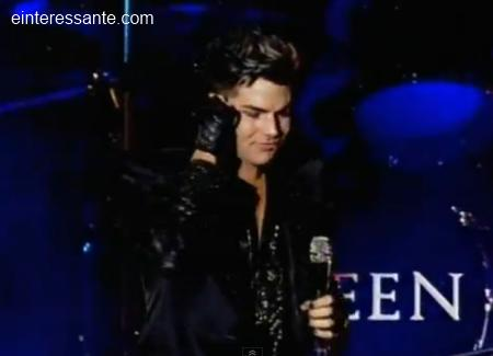 Adam Lambert cantando no Queen